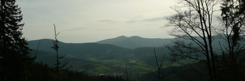 Łysa Hora w oddali