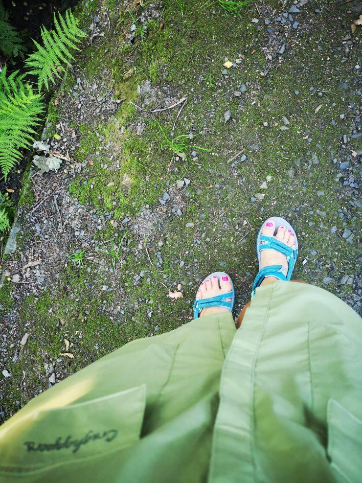 sukienka, sandały, stopy, widok zgóry
