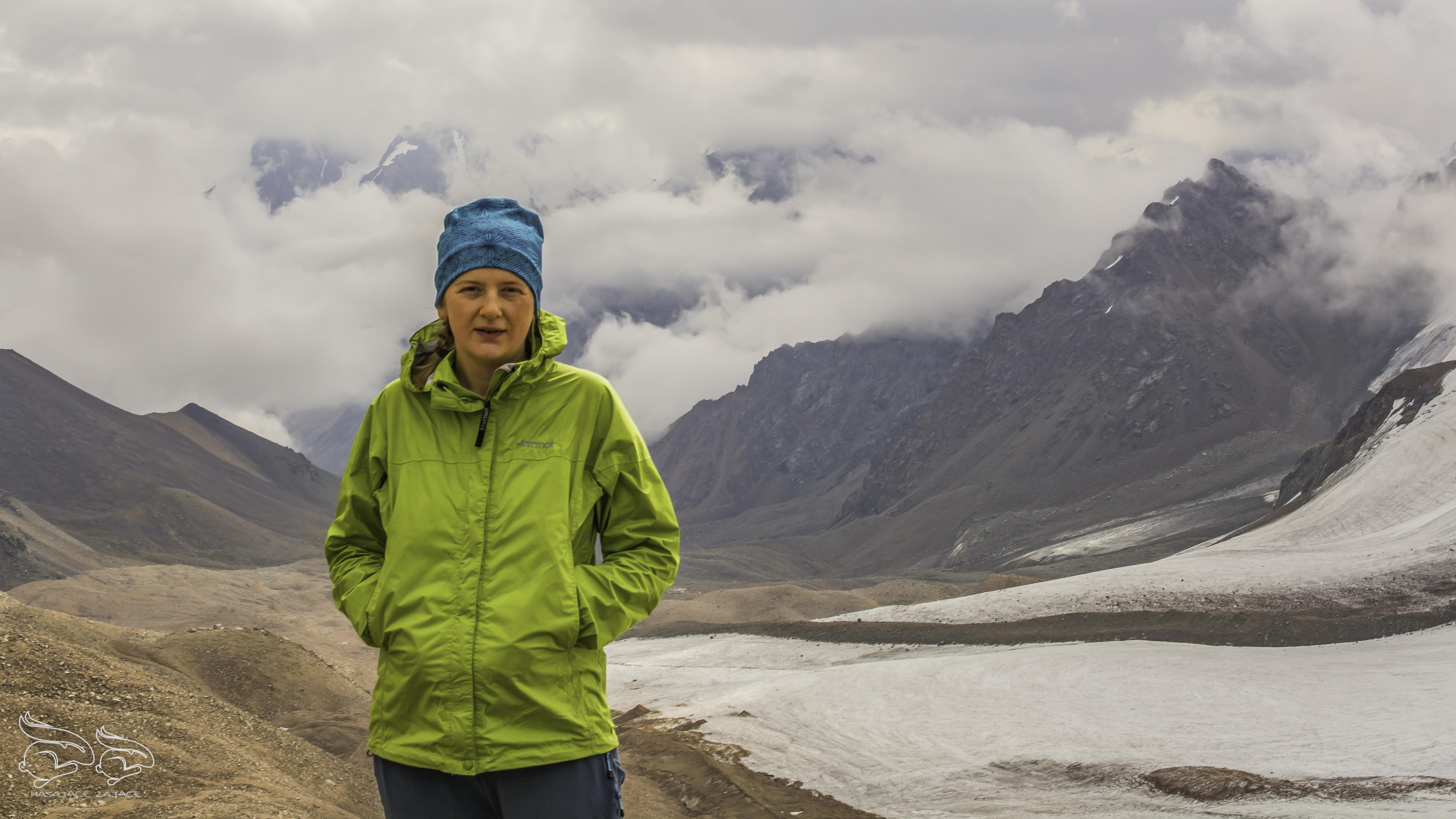 Kurtka Marmot Precip (2,5L) naPrzełęczy Turystów wAlatau Zailijskim, Kazachstan.