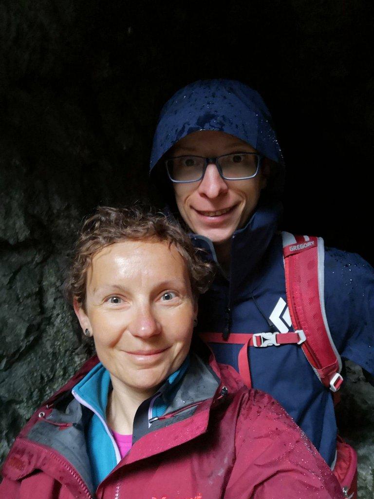 jaskinia, skała, kobieta, mężczyzna, deszcz, burza, bezpiecznie
