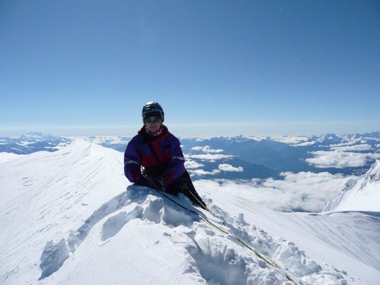 kobieta, śnieg, niebo, szczyt