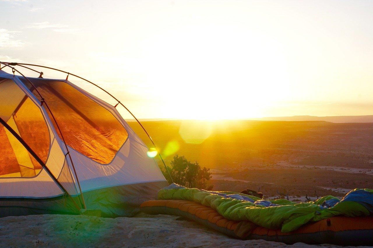 Namiot wciąż pozostaje najpopularniejszą formą schronienia