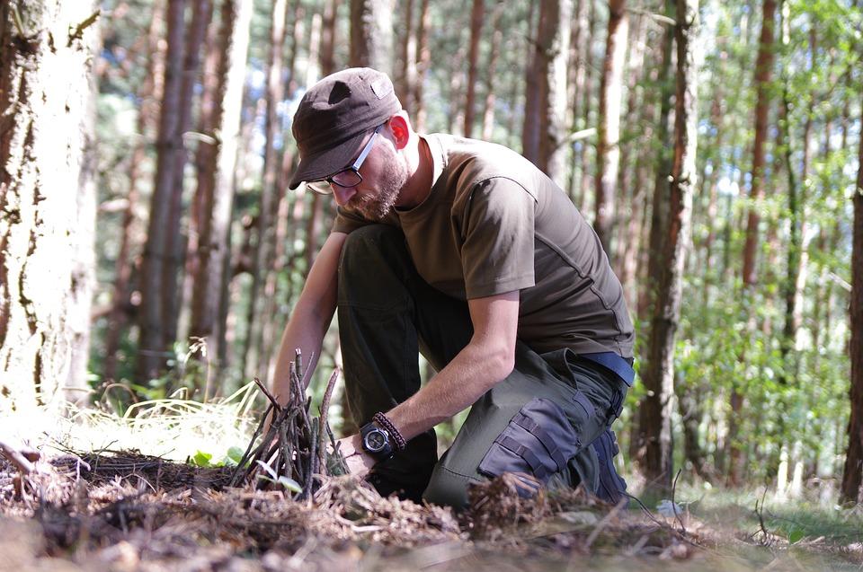 Możemy się skupić naćwiczeniu takich elementów, jak rozpalanie ognia, przygotowanie drewna, gotowanie naogniu