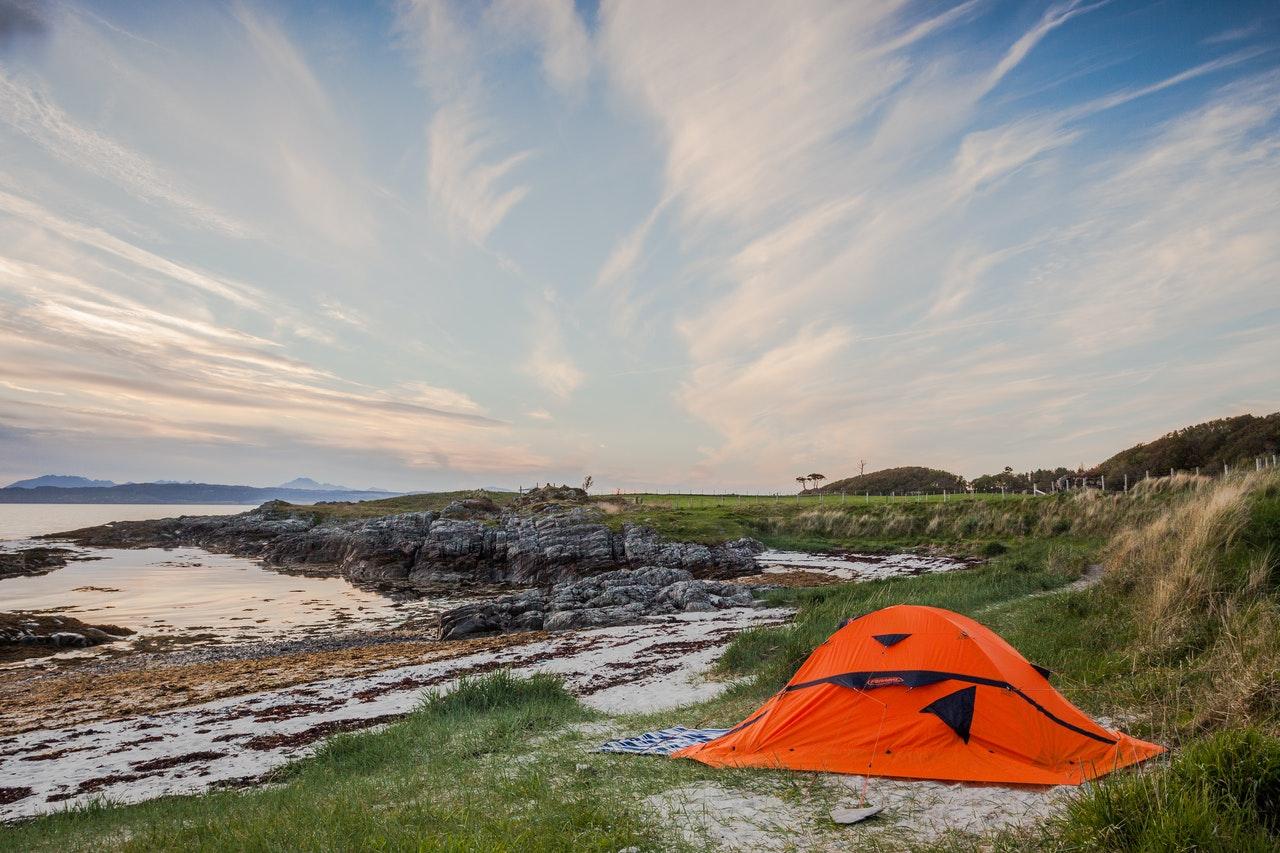 Jak wybrać pierwszy namiot? Krótki przewodnik