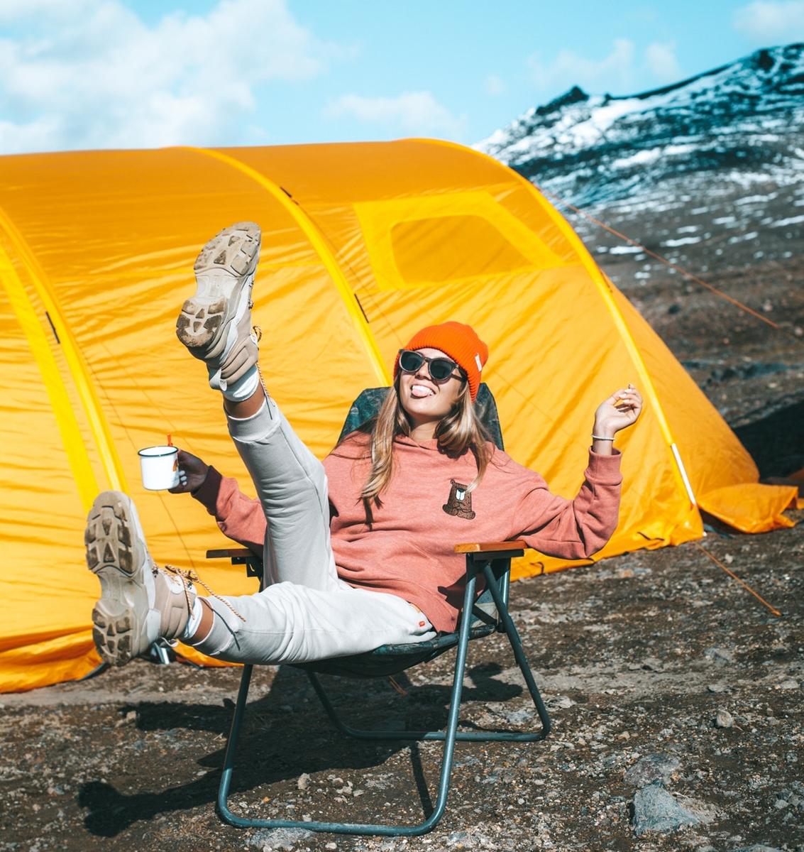 Okulary przeciwsłoneczne – obowiązek wgórach wysokich